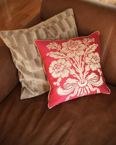 Pink_cushion_2